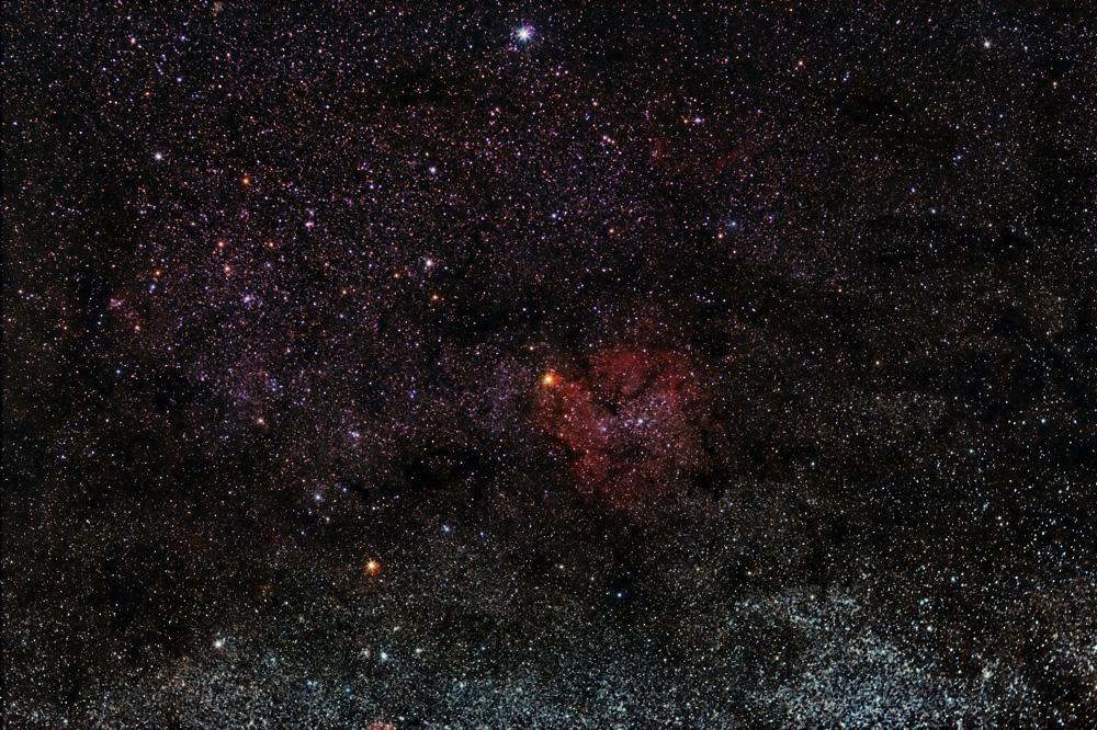 Nebulosa Trompa do Elefante, dentro da nebulosa de emisión IC 1396